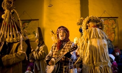 12_Mummers-Singing-Christmas-Carols-at-the-Ulster-American-Folk-Park-2cc