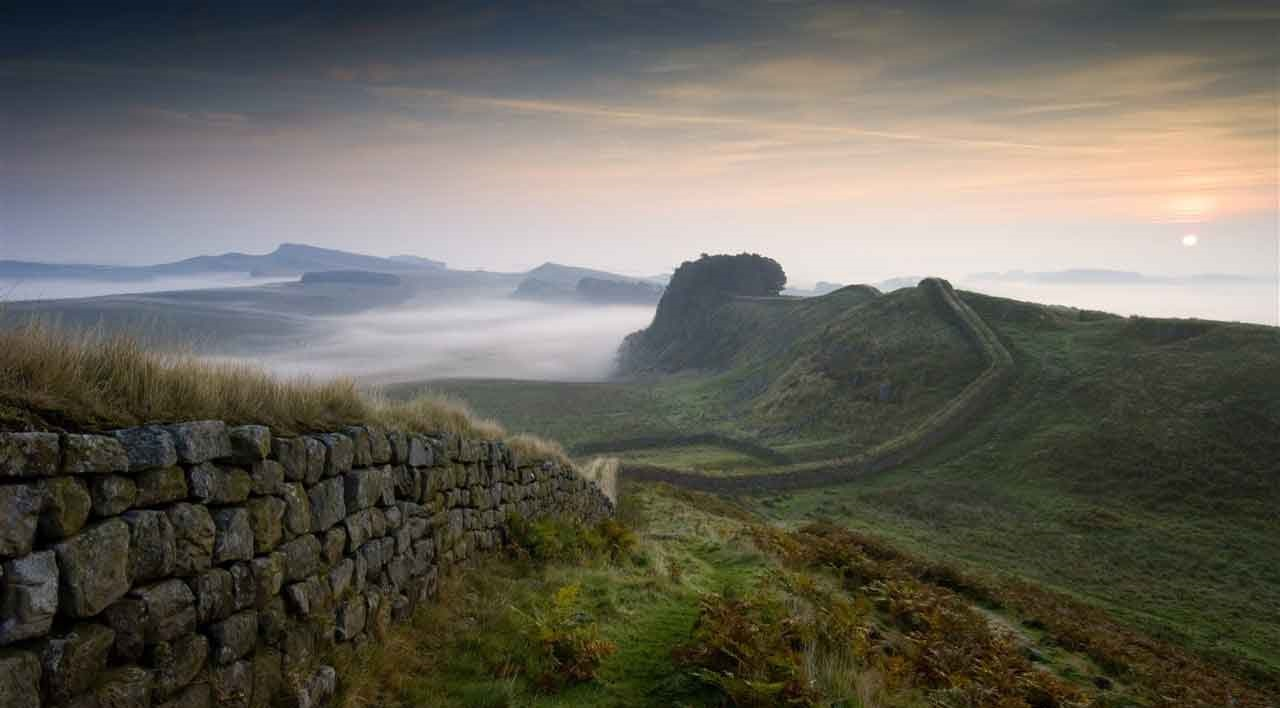 7-Hadrian-s-Wall-2CC-VisitBritain-Rod-Edwards-1280-x-850